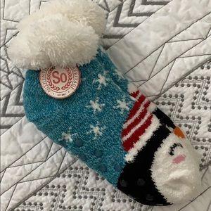 🐧 NWT So Penguin Slipper Socks Fuzzy Warm Grips